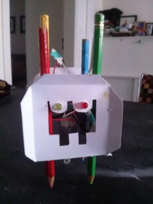 MAAK JE EIGEN TEKEN-ROBOT